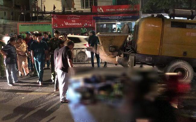 Lao vào xe bơm bê tông đỗ giữa đường, 2 thanh niên đi xe máy ở Sài Gòn tử vong tại chỗ