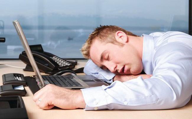 Ngủ gục trên bàn mỗi buổi trưa và những tác hại không tưởng đến sức khỏe của bạn