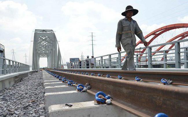 Cầu đường sắt trăm tỷ ở Sài Gòn trước ngày thông xe