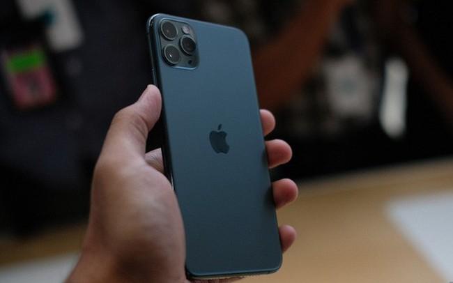 Cận cảnh iPhone 11 Pro và 11 Pro Max: Mặt lưng kính mờ, cụm camera hài hước, không thực sự có nhiều cải tiến