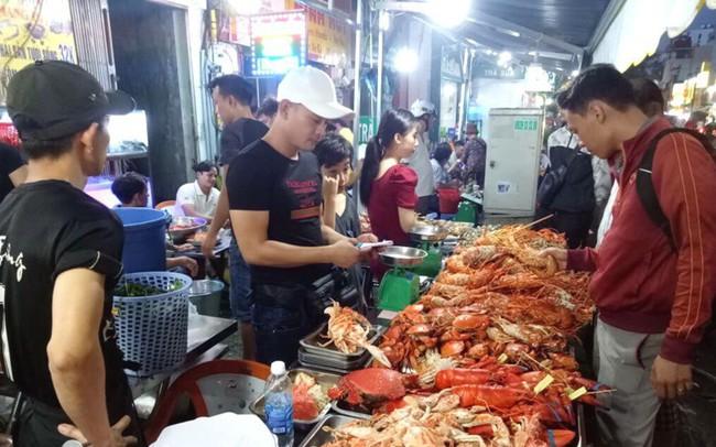Khó lọt cửa Trung Quốc, tôm hùm Mỹ 'bò' sang Việt Nam