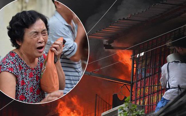 Hà Nội: Cháy lớn tại khu tập thể Kim Liên, người dân khóc nghẹn vì ngọn lửa bao trùm kinh hoàng