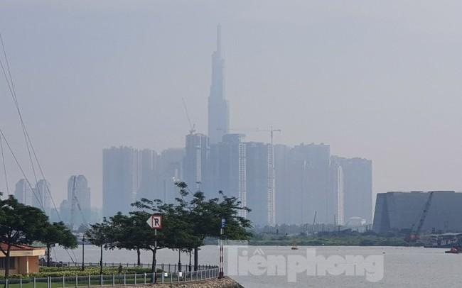 Sài Gòn mờ ảo trong sương mù