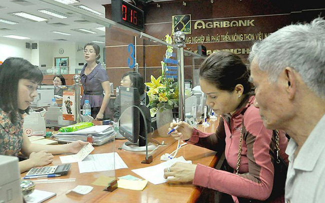Ồ ạt phát hành trái phiếu, ngân hàng lộ sở hữu chéo? - ảnh 1