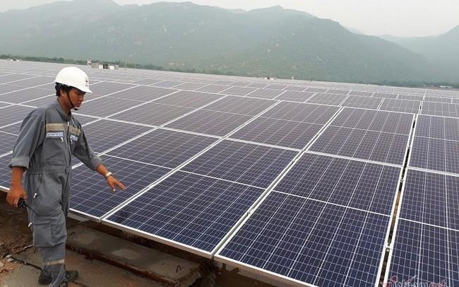 Nghịch lý thiếu điện lại lo quá tải vì dư thừa điện mặt trời
