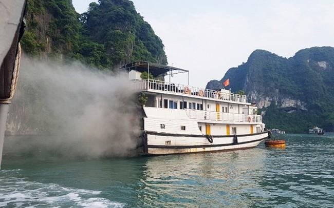 Tàu chở khách du lịch quốc tế thăm vịnh Hạ Long bất ngờ bốc cháy