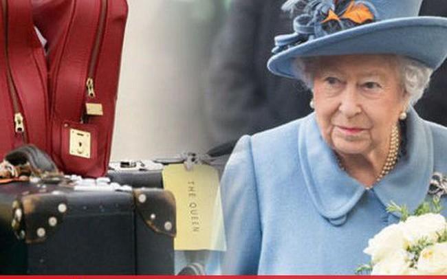 """Nữ hoàng Anh mang theo nhiều """"tấn"""" hành lý trong mỗi chuyến công du"""