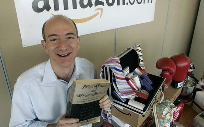 Nhìn lại những nấc thang 55 cuộc đời của tỷ phú Jeff Bezos: Từ gã bán sách bị Phố Wall mỉa mai đến vị trị số 1 chưa có người thay thế - ảnh 1