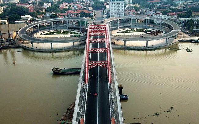Cận cảnh cây cầu độc đáo hình cánh chim biển sắp thông xe ở Hải Phòng