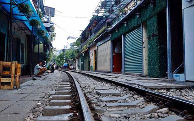 Hà Nội: Phố cà phê đường tàu vắng hoe ngày chính thức bị đóng cửa