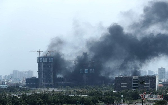 Cháy công trình thi công tòa nhà cao nhất Sài Gòn, sát hầm Thủ Thiêm