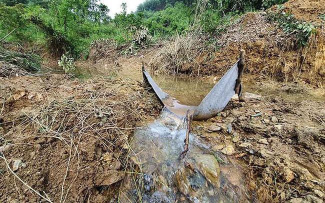Đổ trộm dầu thải xuống sông Đà, cảnh báo an ninh nguồn nước