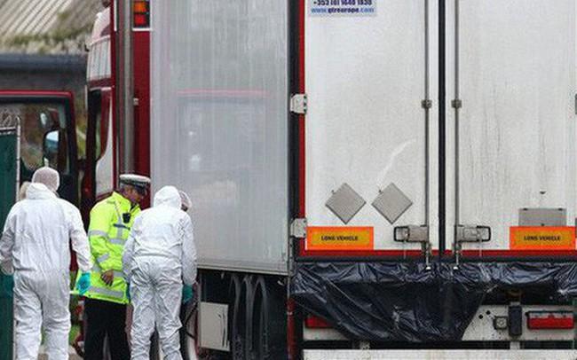 """Mirror: Ám ảnh những """"dấu tay máu"""" tuyệt vọng bên trong container chứa 39 thi thể ở Anh"""
