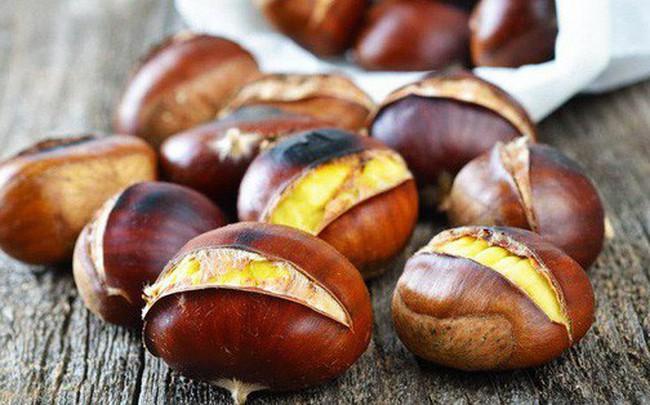 """Loại hạt là """"vua quả khô"""", ngon tuyệt vời trong những ngày se lạnh nhưng khi ăn cần nhớ lưu ý sau"""