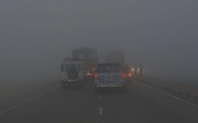 Kinh nghiệm nằm lòng khi lái xe trong thời tiết sương mù