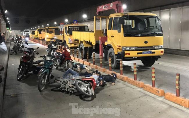 Diễn tập tai nạn liên hoàn giữa 5 ô tô và 30 xe máy trong hầm Thủ Thiêm