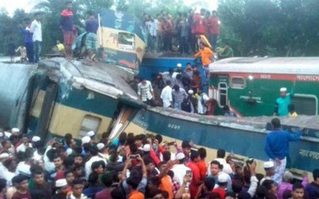 Hai tàu chạy hết tốc lực đâm sầm vào nhau, hơn 70 người thương vong