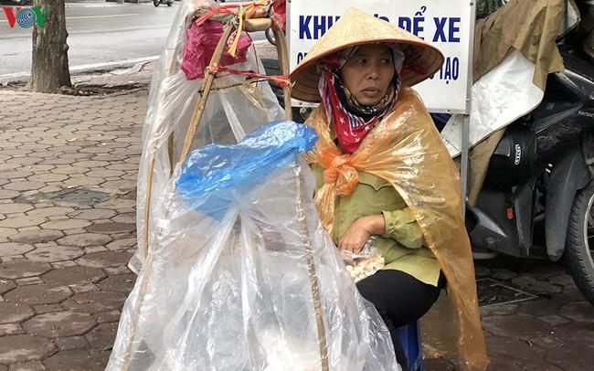 Ảnh: Người Hà Nội cảm nhận rõ không khí rét lạnh mùa Đông