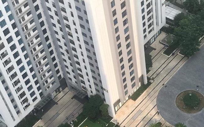 Nhân chứng vụ bé gái 11 tuổi rơi từ tầng 39 chung cư xuống đất tử vong: Người bố đau đớn, ngồi thất thần trước thi thể con