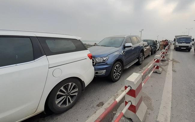 Hà Nội: 7 ô tô đâm liên hoàn trên cầu Thanh Trì