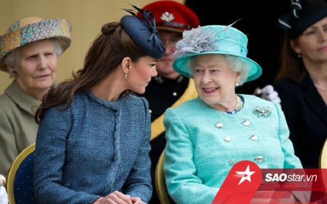 """Công nương Kate lại nhận """"ân sủng"""" chưa từng có từ Nữ hoàng Anh"""