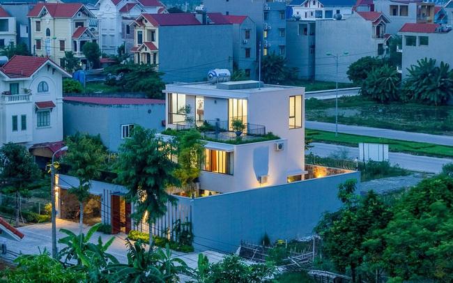 Mê mẩn ngôi nhà 3 tầng đan xen khu vườn xanh mướt