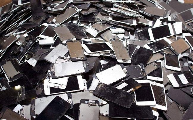 """""""Thế giới bên kia' của những chiếc smartphone bị vứt bỏ ngoài bãi rác"""