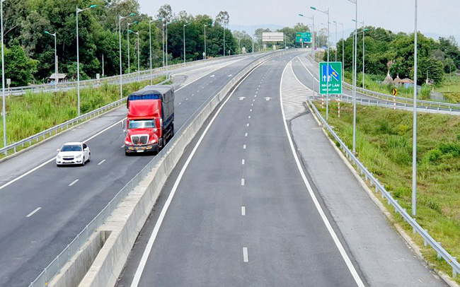 Cao tốc hơn 34 nghìn tỷ mới xong đã hỏng được thu phí toàn tuyến