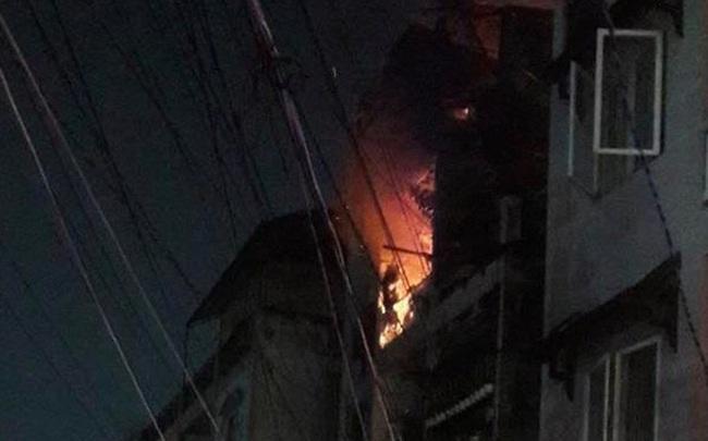 Cháy chung cư ở quận 10 Sài Gòn, nhiều người tháo chạy
