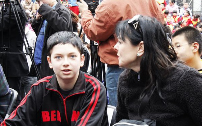 """Nhìn lại hành trình thành tài gian nan của cậu bé """"khác người thường"""" mới thấy niềm tin và tình yêu của cha mẹ có thể thay đổi tất cả"""