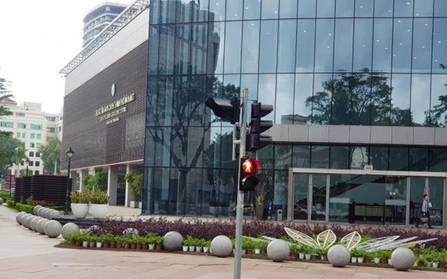 Nên di dời 43 quả cầu đá 'quây' trước Trung tâm Hành chính TP Đà Nẵng?