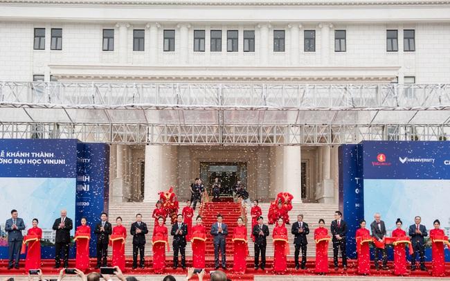 Chủ tịch Phạm Nhật Vượng cắt băng khánh thành VinUni: Mục tiêu trở thành 1 trong 50 trường đại học trẻ hàng đầu thế giới
