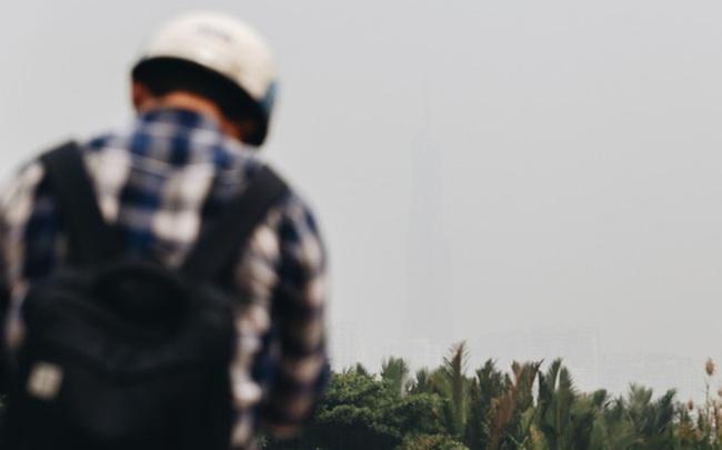 Toà nhà cao nhất Việt Nam mờ ảo trong bụi mù, Sài Gòn tiếp tục bị ô nhiễm nặng những ngày giáp Tết