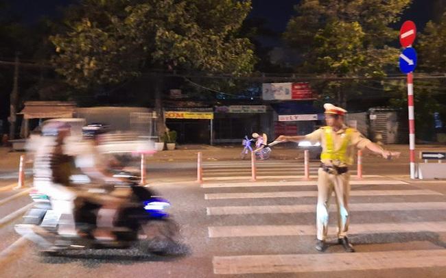 """CSGT lập chốt, """"con đường ăn nhậu"""" ở Biên Hòa nháo nhào!"""