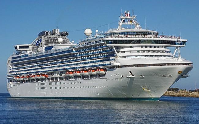 Thảm cảnh 3.700 người bị giam lỏng trên siêu tàu du lịch: Đếm số xe cứu thương để biết lượng người nhiễm corona