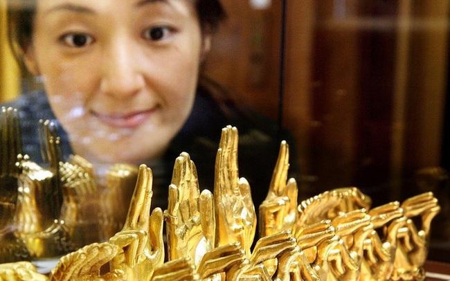 Nhà đầu tư mua vàng không ngừng khi nỗi lo với cúm corona trở lại