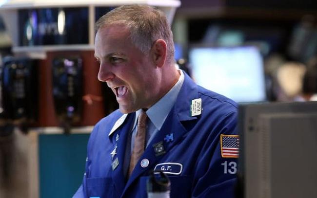 Cổ phiếu công nghệ và năng lượng bứt phá, Dow Jones tăng gần 280 điểm, Phố Wall chạm mức cao kỷ lục