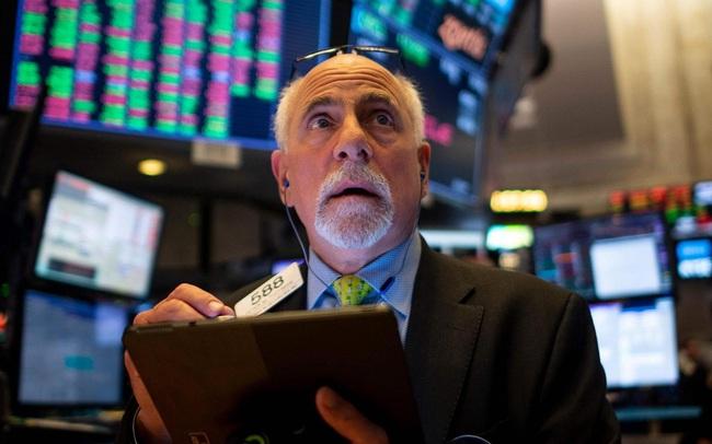 Nhà đầu tư hoang mang vì ca nhiễm Covid-19 tăng vọt, Dow Jones mất hơn 100 điểm, Phố Wall trượt khỏi đỉnh lịch sử