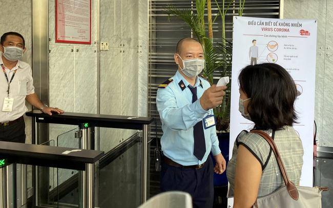 Làm việc giữa mùa dịch Corona: Một doanh nghiệp tổ chức đo nhiệt độ cho người vào trụ sở, kiểm soát chặt khách hàng Trung Quốc