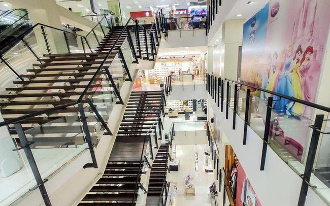 Hàng loạt trung tâm thương mại vắng vẻ trong mùa dịch corona