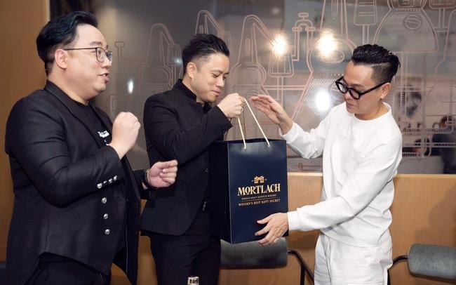 """Đạo diễn Victor Vũ, doanh nhân Dương Quốc Nam cùng NTK Công Trí mừng ra mắt """"Tuyệt tác giấu kín"""""""