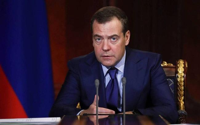 Thủ tướng Nga Medvedev từ chức, giải tán chính phủ