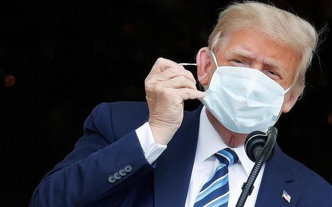 """Tổng thống Trump nhận trái đắng từ Twitter sau tuyên bố """"miễn dịch Covid-19"""""""