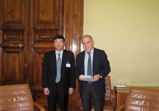 Chủ tịch UBCKNN trao đổi về bán khống với Cơ quản lý TTCK Đức và Ý