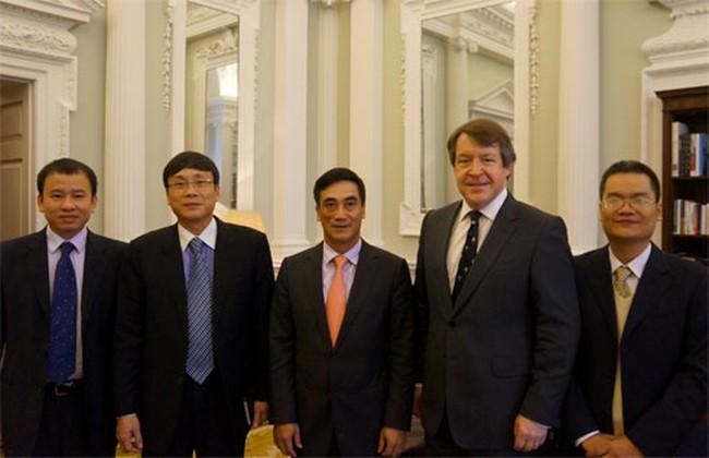Chủ tịch UBCK và Thứ trưởng Bộ Tài chính sang thăm và làm việc tại Anh