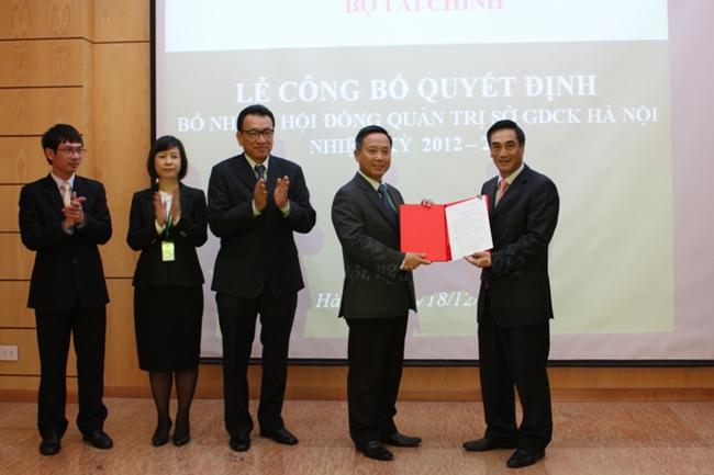Ông Trần Văn Dũng làm Chủ tịch kiêm Tổng giám đốc HNX nhiệm kỳ 2012-2015