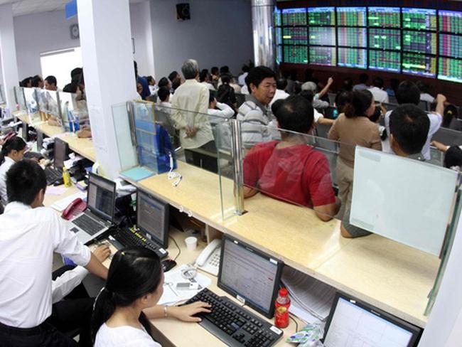 """VN-Index tăng gần 16 điểm: Khối ngoại lập lại """"trật tự"""" cho bluechips"""