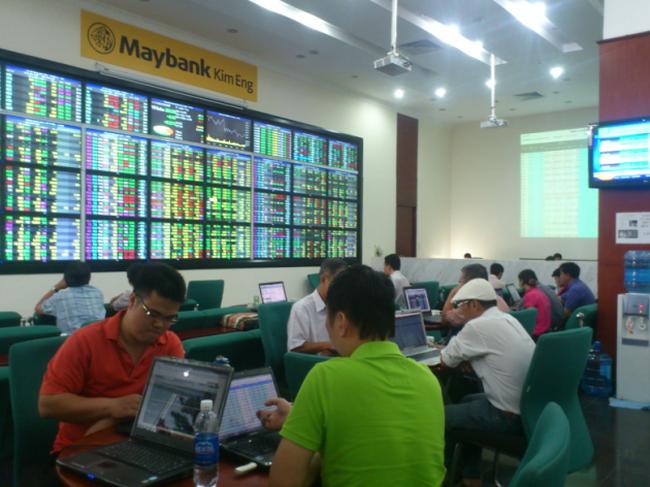 SJS dư bán sàn 800 nghìn cp, VN-Index giảm hơn 3 điểm cuối phiên