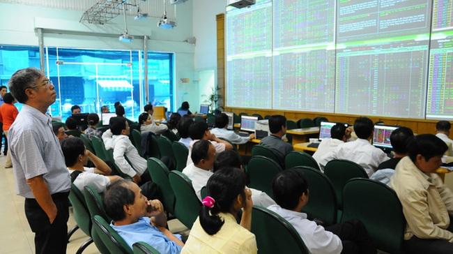 Khối ngoại mua vào 950.000 cổ phiếu EIB, VN-Index bứt phá mạnh cuối phiên