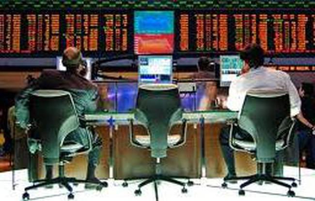 Cổ phiếu điện bứt phá, VN-Index tăng trở lại bất chấp tin xấu